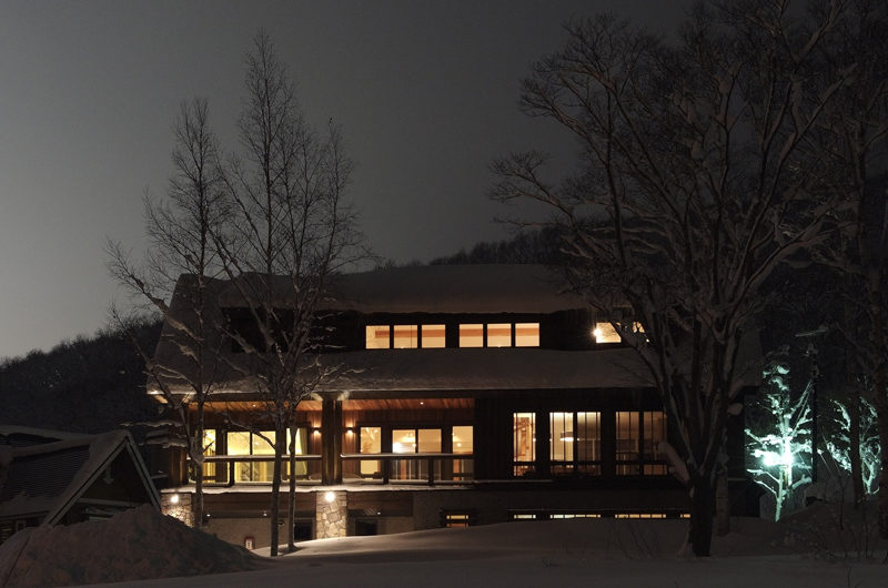 Annabel Outdoor Area at Night | Izumikyo 2