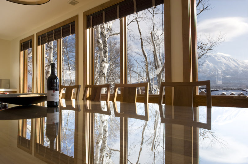 Annabel Dining with Mountain View | Izumikyo 2