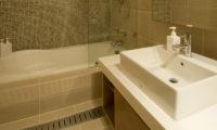 Annabel Bathroom with Bathtub | Izumikyo 2