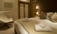 Annabel Bedroom with Chair | Izumikyo 2