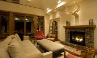 Annabel Seating Area near Fireplace | Izumikyo 2
