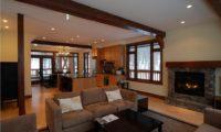 Byakko Indoor Living Room with Fireplace | East Hirafu