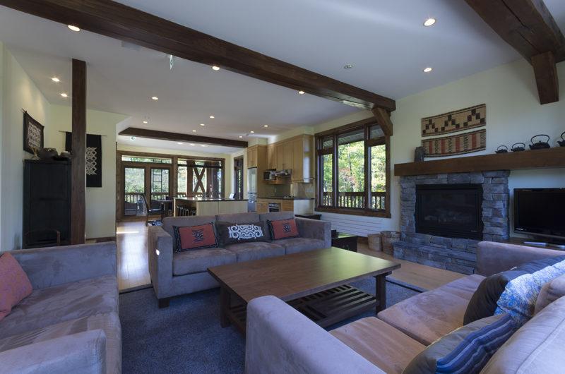 Byakko Living Area with Fireplace | East Hirafu