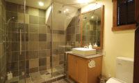 Byakko Bathroom with Shower | East Hirafu