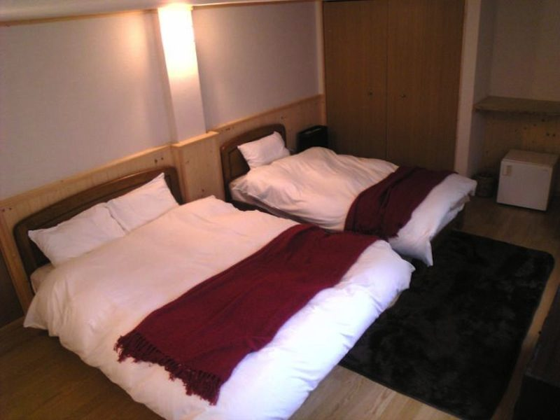 Captain Hirafu Bedroom with Twin Beds   Middle Hirafu