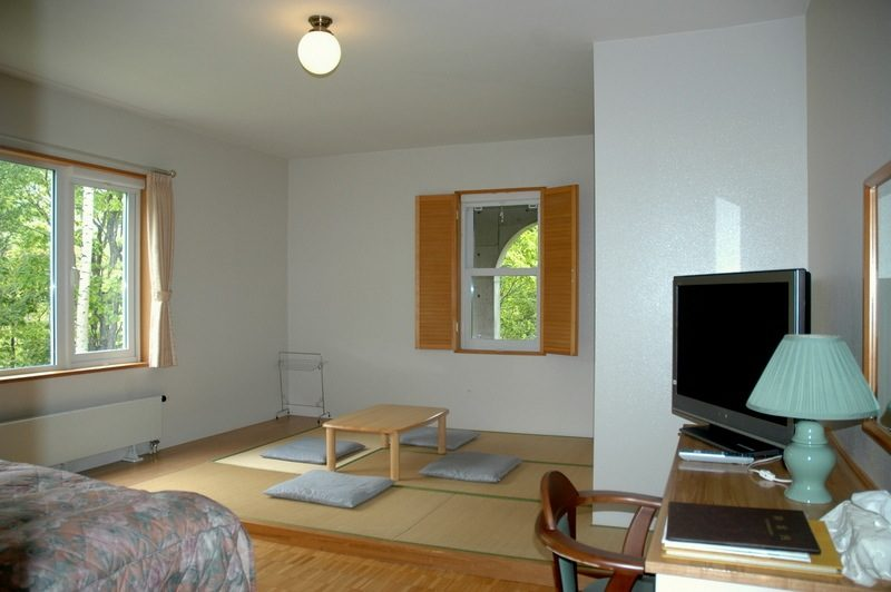 Freedom Inn Bedroom with TV | Hanazono