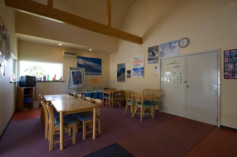 Shizenkan Lodge Dining Area with TV | East Hirafu