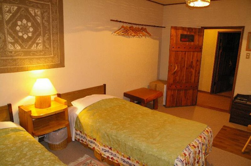 Country Inn Milky House Twin Bedroom with Lamp | Annupuri