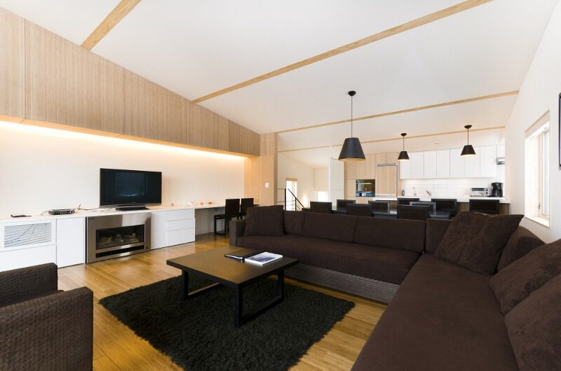 Forest Estate Lounge and TV Room   Middle Hirafu