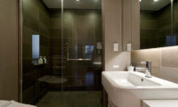 Forest Estate Bathroom with Shower   Middle Hirafu