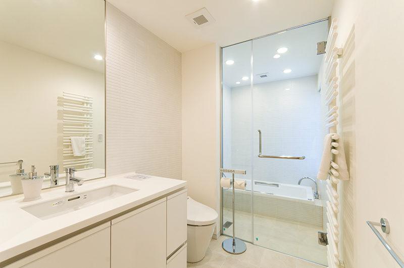 Forest Estate Bathroom with Bathtub | Middle Hirafu