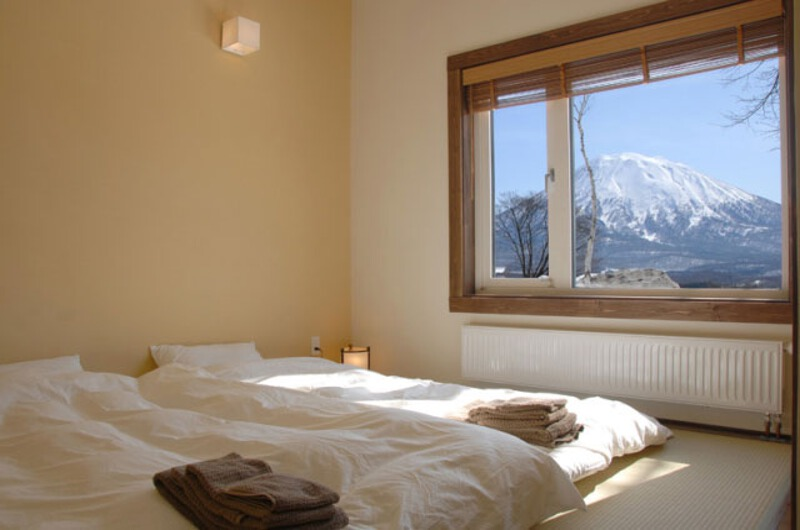 Ginsetsu Bedroom with Mountain View | Middle Hirafu