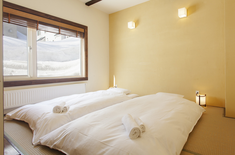 Ginsetsu Bedroom with Twin Beds | Middle Hirafu