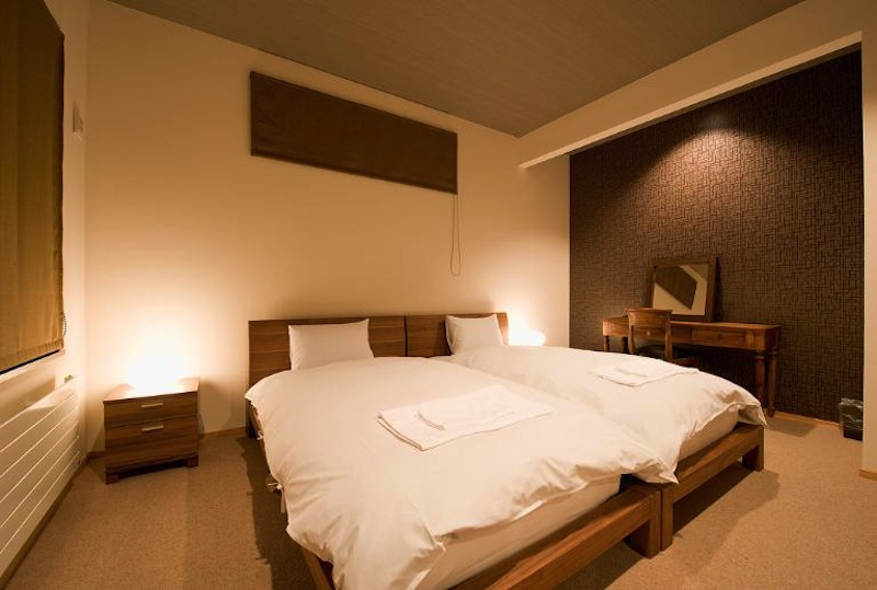 Niseko Hana and Jo Bedroom with Dressing Area | East Hirafu