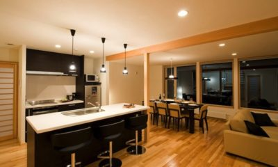 Oak Ridge Kitchen and Dining Area with Wooden Floor | East Hirafu