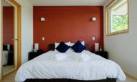 Oak Ridge Bedroom | East Hirafu