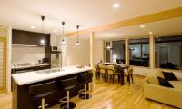 Oak Ridge Kitchen and Dining Area | East Hirafu