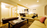 Oak Ridge Indoor Living Area | East Hirafu