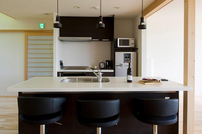 Oak Ridge Kitchen Area | East Hirafu