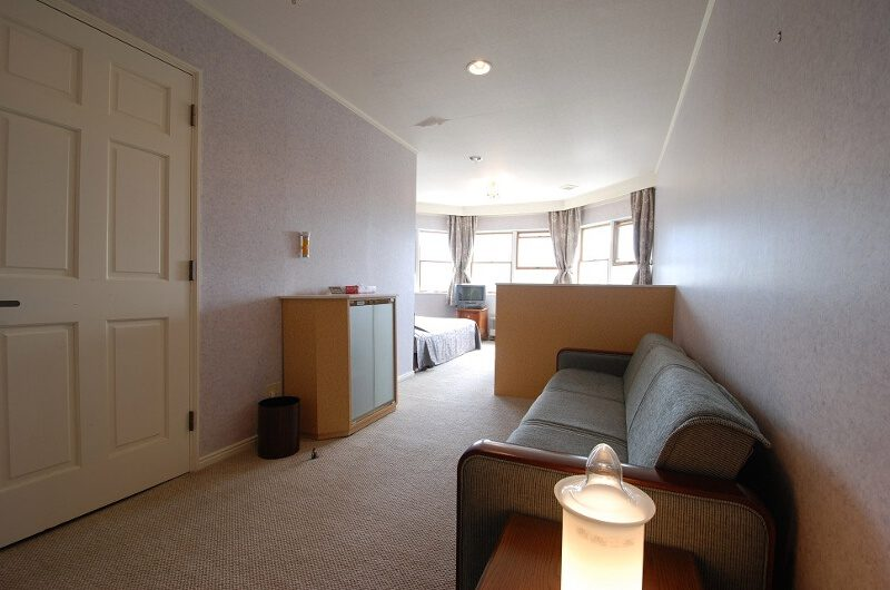 Ramat Niseko Spacious Bedroom with Sofa | East Hirafu