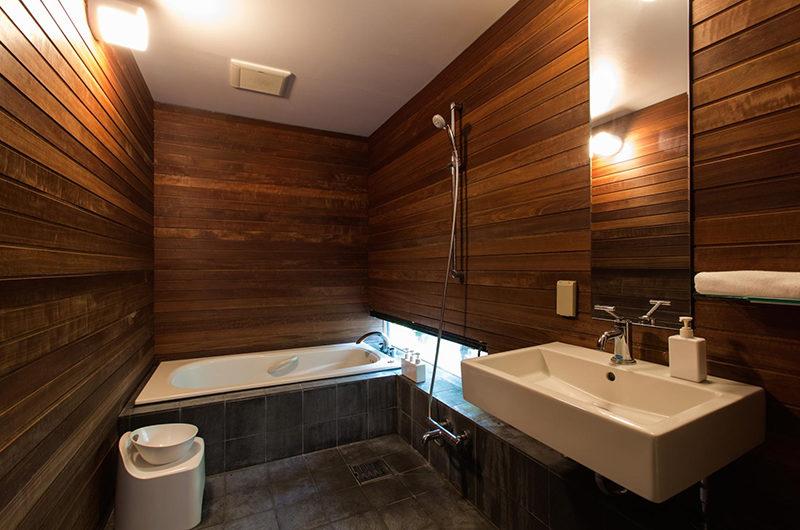 Sekka Ni Sekka Ni 1 Bathroom with Bathtub | Lower Hirafu