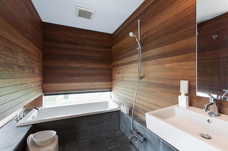Sekka Ni Sekka Ni 3 Bathroom with Bathtub and Shower | Lower Hirafu