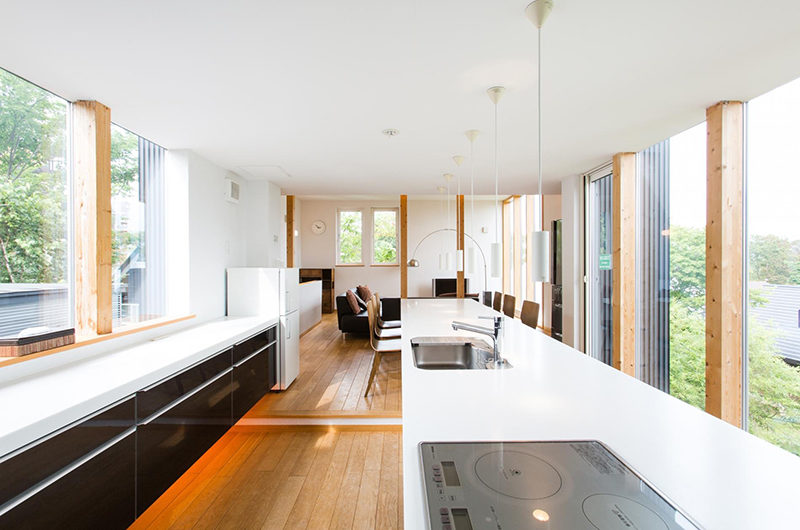 Sekka Ni Sekka Ni 3 Kitchen and Dining Area with Wooden Floor | Lower Hirafu