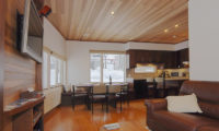 Shirayuki Lodge Living Area with TV | East Hirafu