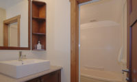 Shirayuki Lodge Bathroom with Bathtub | East Hirafu