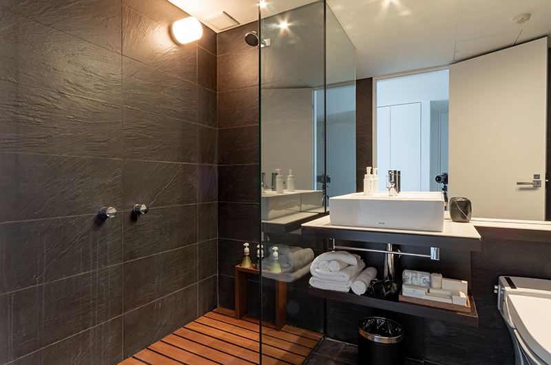 The Vale Niseko Standard Bathroom | Upper Hirafu
