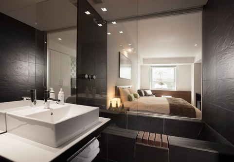 The Vale Niseko Bedroom and Bathroom with Bathtub | Upper Hirafu