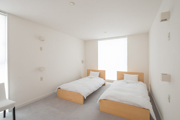Ummei Twin Bedroom with Seating Area | Lower Hirafu