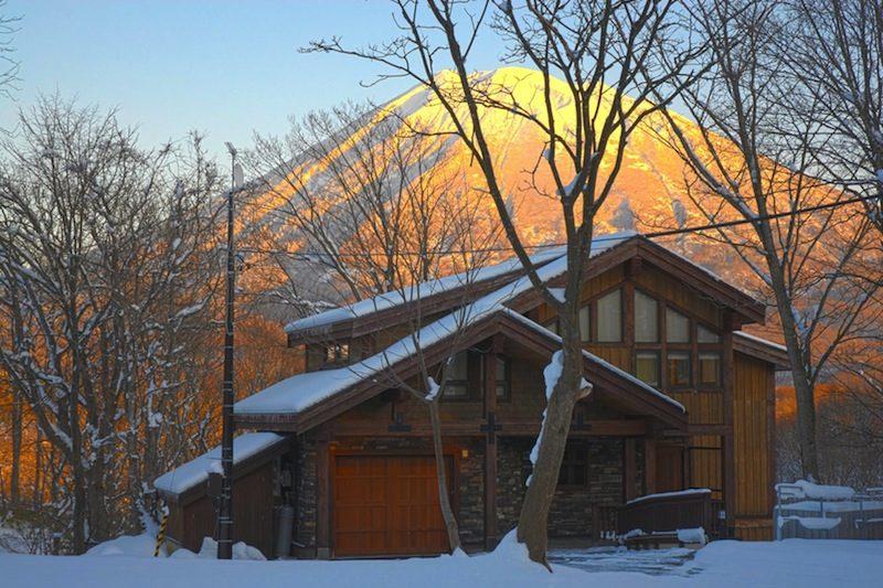 Zekkei Outdoor Area with Stunning Mountain View | Lower Hirafu