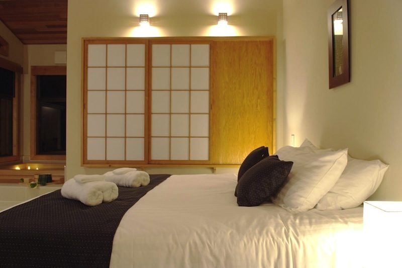 Zekkei Bedroom and Bathtub | Lower Hirafu