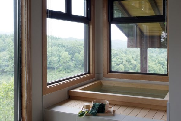 Zekkei Bathroom with Bathtub | Lower Hirafu