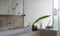 Zekkei Bathroom | Lower Hirafu