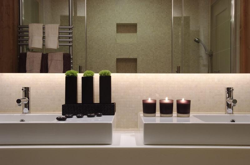 Zekkei His and Hers Bathroom | Lower Hirafu