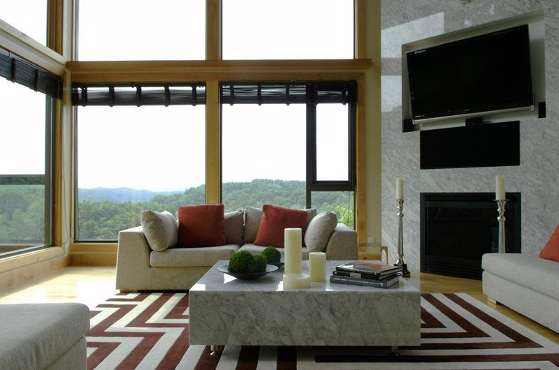 Zekkei Living Area with TV | Lower Hirafu