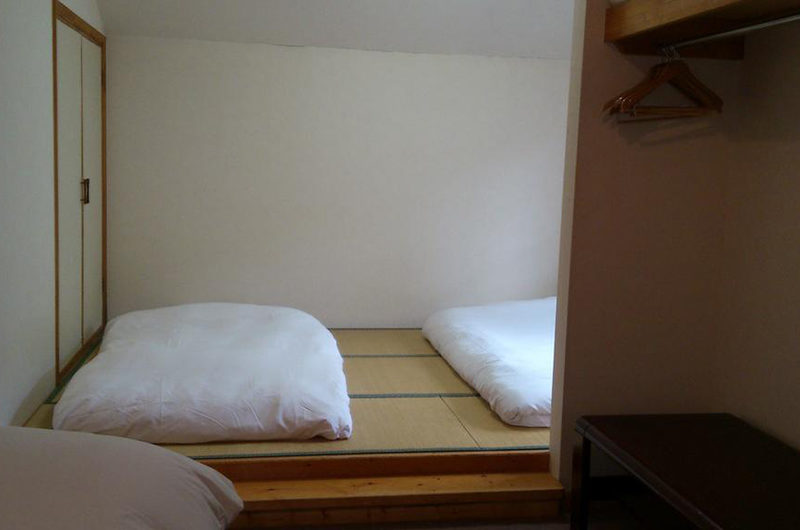 Alpine Central Twin Bedroom with Wardrobe | Izumikyo 2