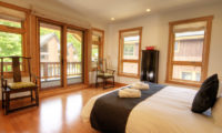 Asahi Lodge Bedroom with Seating Area | Izumikyo 3