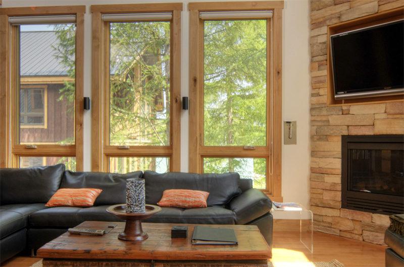 Asahi Lodge Living Area with Garden View | Izumikyo 3