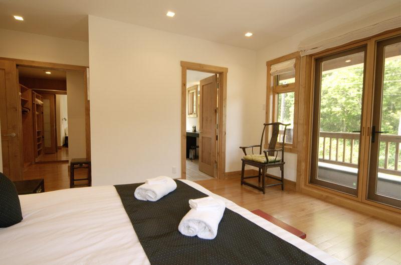 Asahi Lodge Bedroom with Wooden Floor | Izumikyo 3