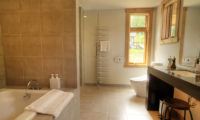 Asahi Lodge Bathroom with Bathtub | Izumikyo 3