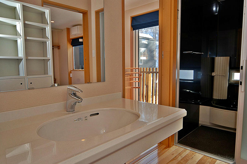 Casi 67 Bathroom | Lower Hirafu