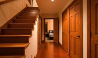 Cocoa Up Stairs | Lower Hirafu