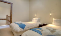 Gouka Lodge Bondi Twin Bedroom with Side Lamps   Lower Hirafu
