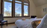 Gouka Lodge Bondi Twin Bedroom with Outdoor View   Lower Hirafu