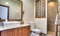 Gouka Lodge Bondi Bathroom with Mirror   Lower Hirafu