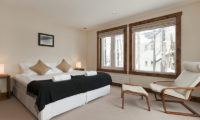 Ishi Couloir Ishi Couloir C Bedroom with Window and Seating Area | East Hirafu