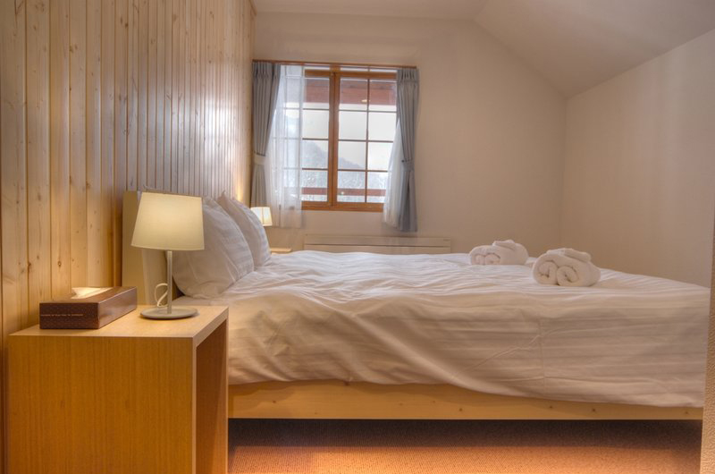 Kisetsu Bedroom with Window | East Hirafu